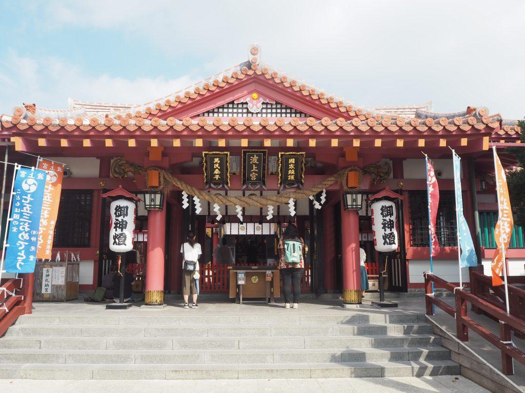 波上宮。中国人観光客で賑わっていた