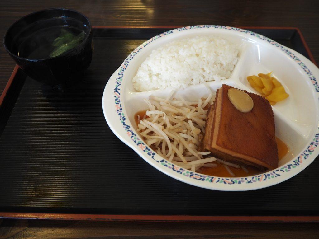 「まるみ屋」のラフテー定食