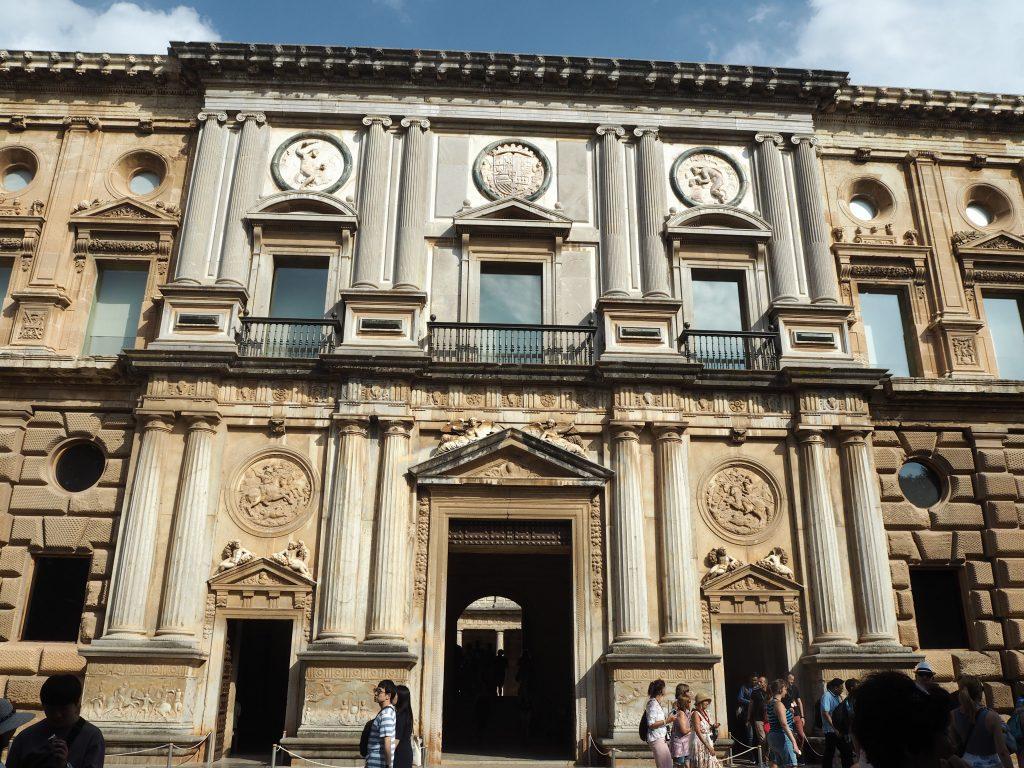 ルネッサンス様式のカルロス5世宮殿