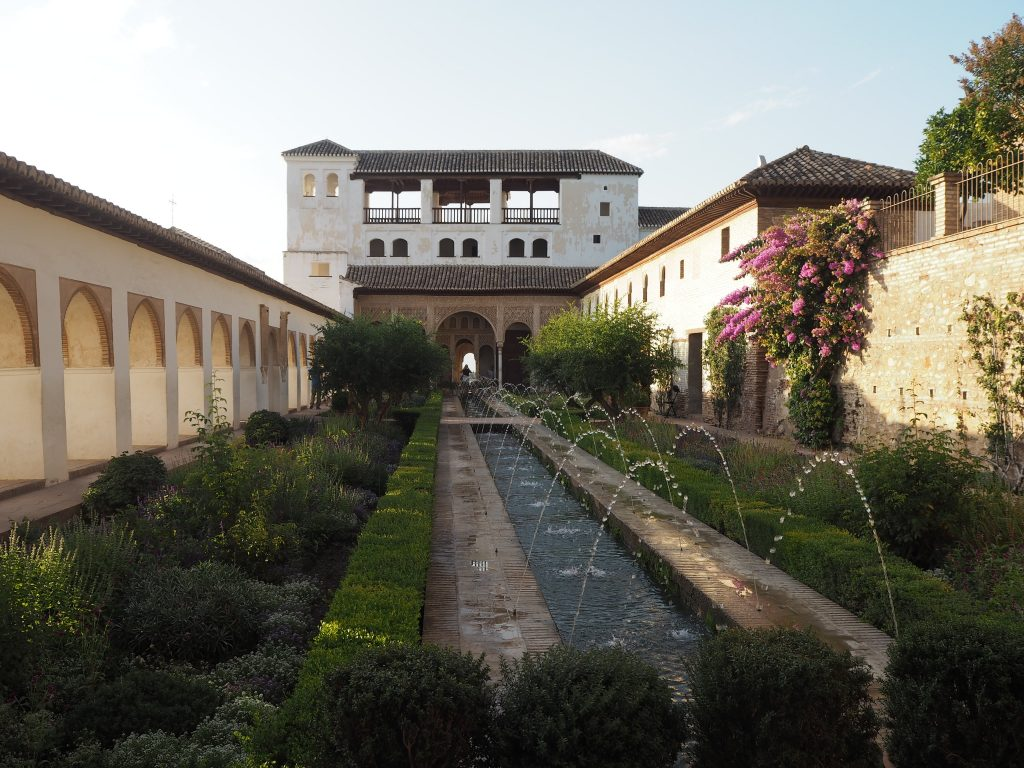 ヘネラリフェ内にあるアセキアの中庭