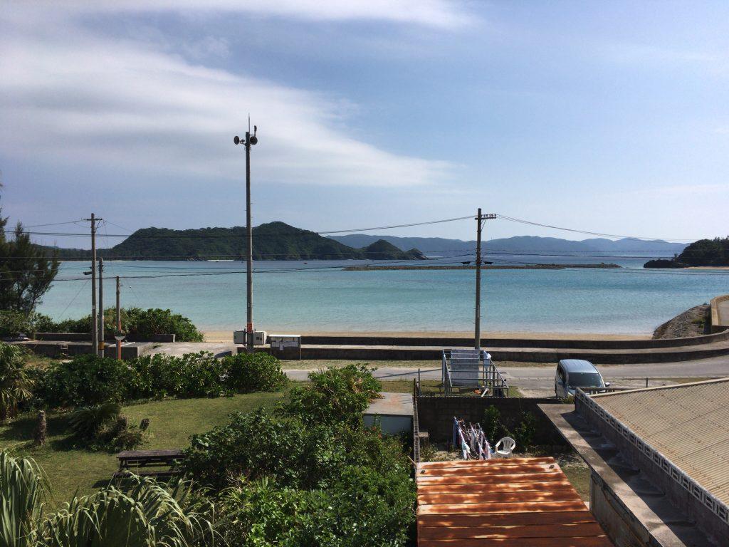 部屋からの眺め。小さな離島らしいのどかな風景