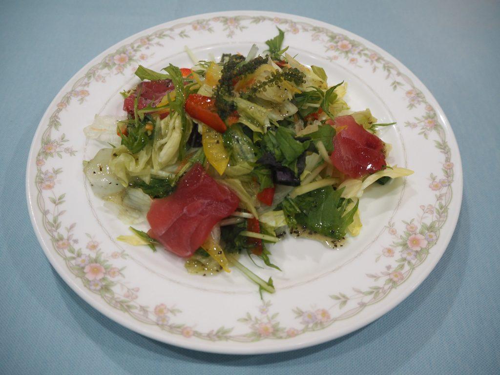 食感とドレッシングが抜群に美味しいサラダ