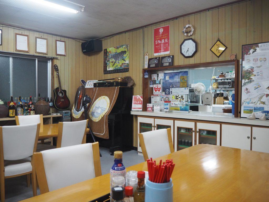 「宝生」の食堂。生ビールもあるよ