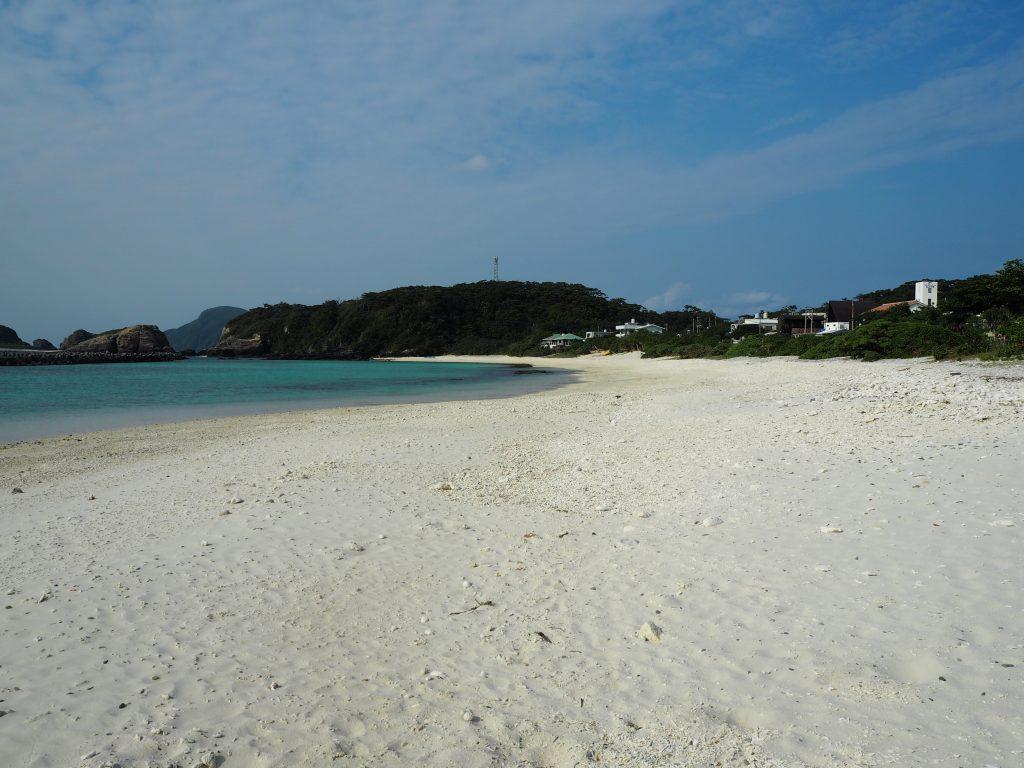 前浜のビーチ。のんびりと過ごすには最高だ