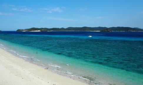 砂浜、海の色ともに美しいニシバマビーチ