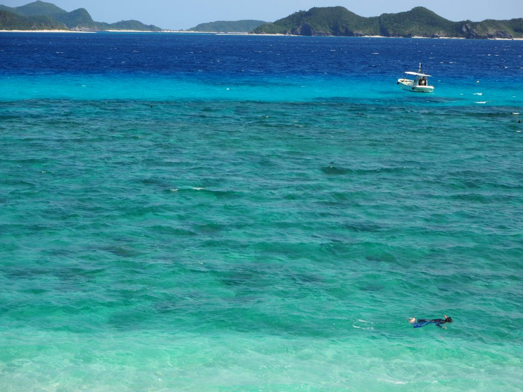 座間味島や渡嘉敷島のビーチより人が少なく、シュノーケリングも気持ち良さそうだ