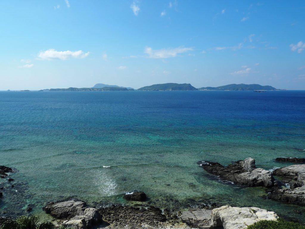 阿嘉島周辺の島々も見える