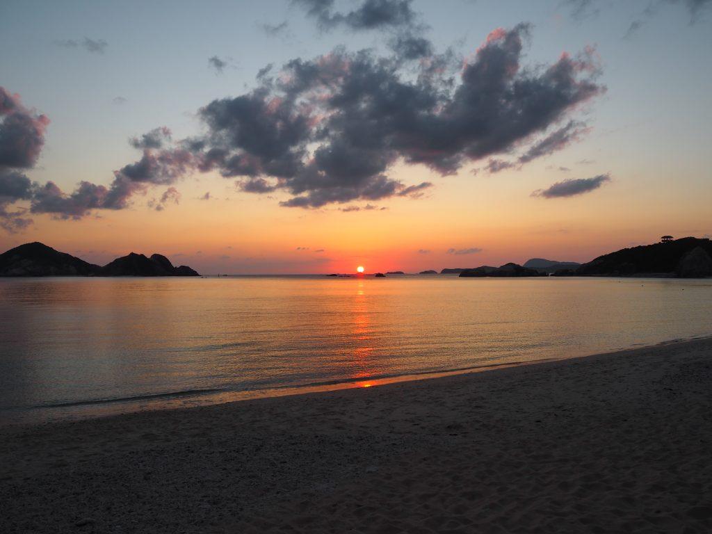 阿波連ビーチから見る夕日