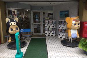 宮古島の西里通りにいるキューピーと思わしき謎の生物