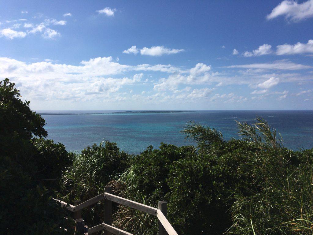 大神島と池間島間のサンゴ礁の海はとりわけ美しい
